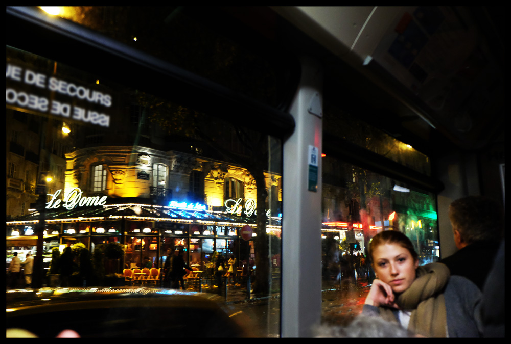 woman-bus-by-night-paris
