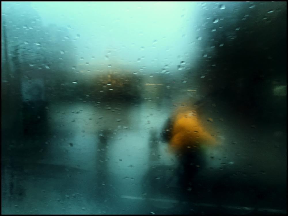 cycliste-sous-la-pluie-paris